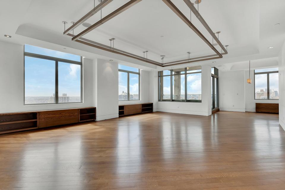 HUGE Penthouse w/ 4 Rooftops & 360 VIEWS
